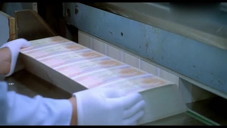 """香港黑帮电影:这么多""""钱"""",大佬邹兆龙的眼神是亮点!"""