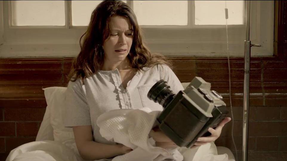 #惊悚看电影#年轻夫妇生了一个孩子,孩子却长着相机脑袋,医生还说这是变异