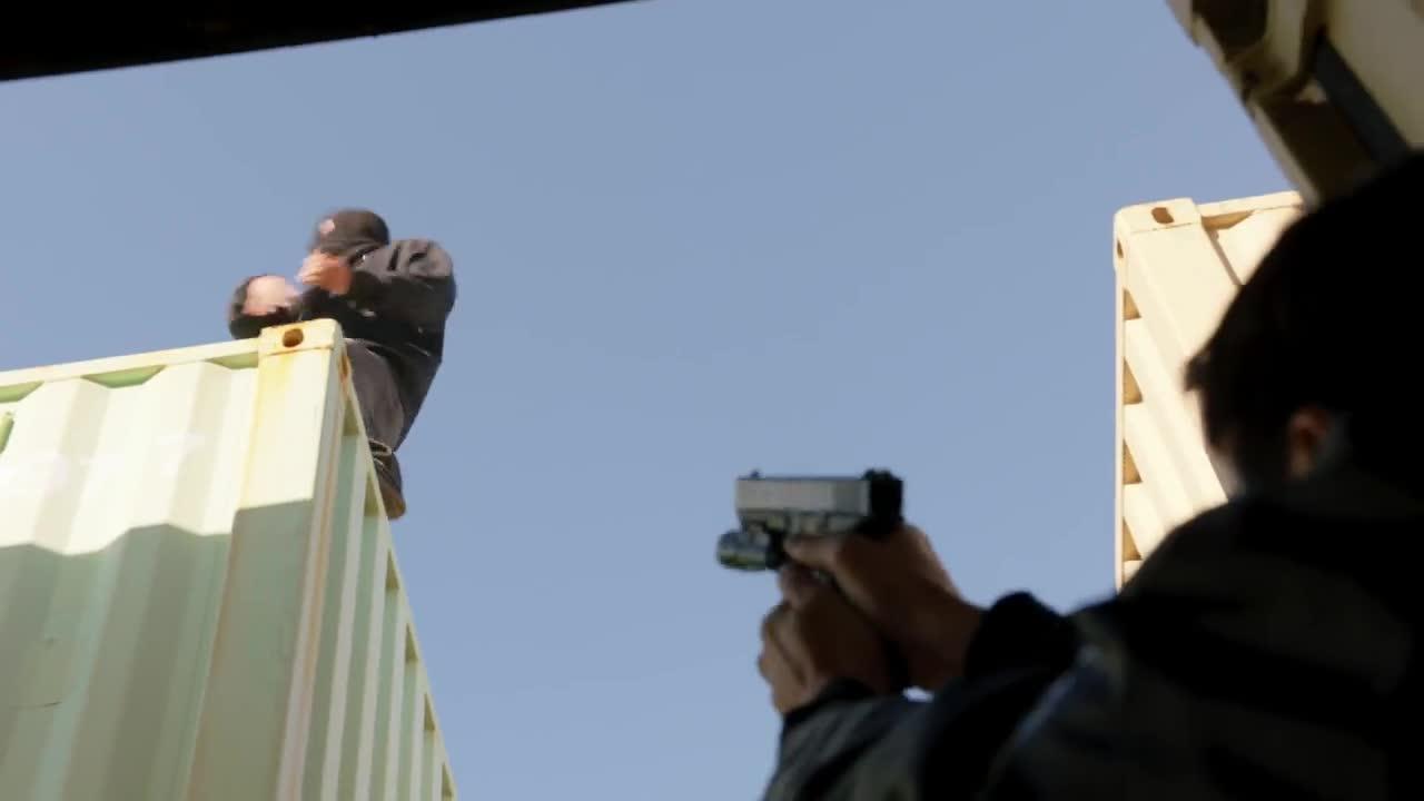 美国缉毒警被毒贩伏击,连警犬都不放过,最新枪战片
