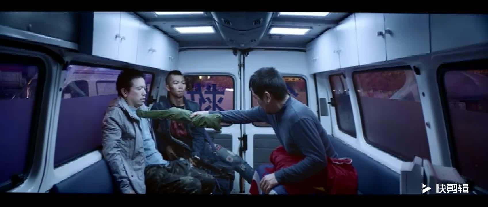 #经典看电影#世界就是如此小,救护车里有乾坤。