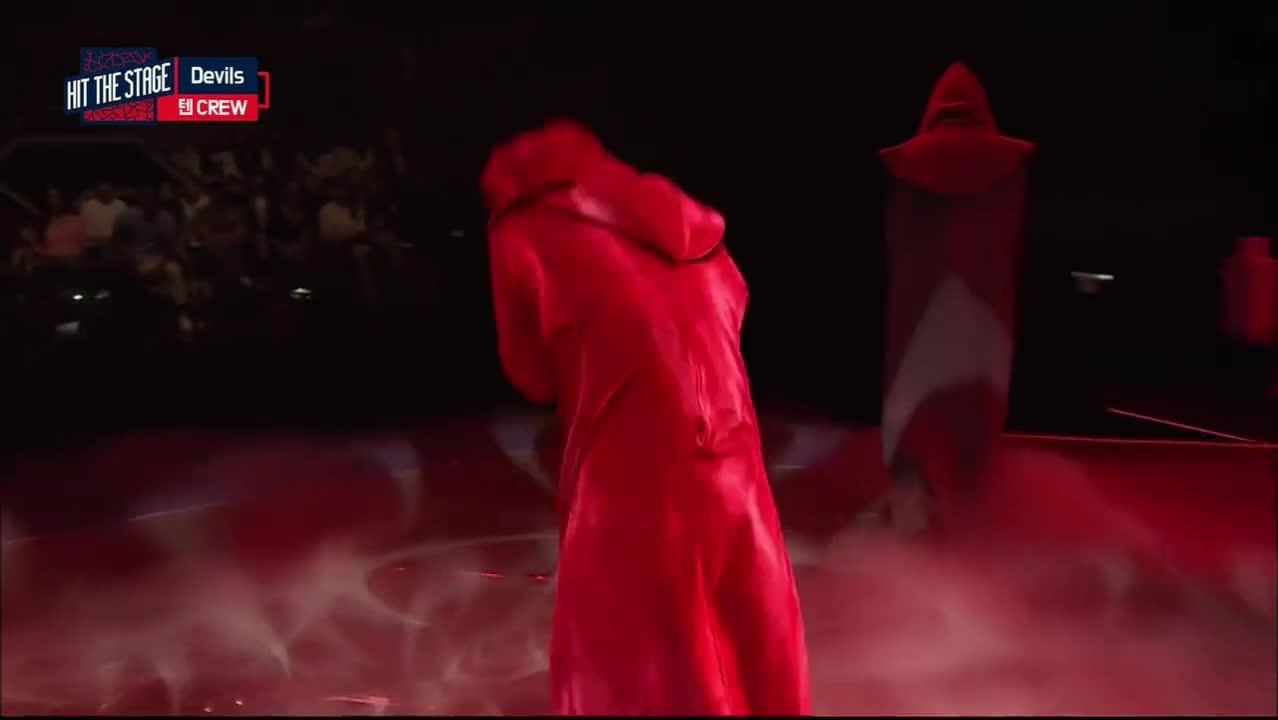 #综艺#23,男子在舞台上的这一段舞蹈,竟然把观众吓的惊容失色