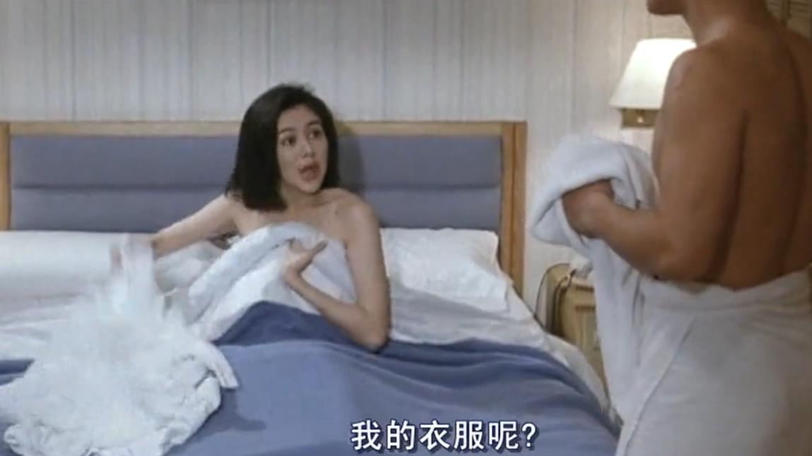 #经典看电影#美女醒来发现自己衣服没了 这下吃亏了