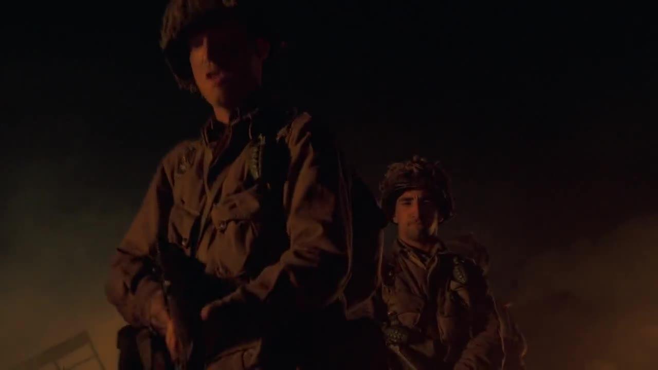 士兵们执行任务,长官发布命令,开始寻找同伴