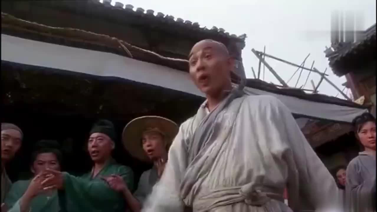 #经典看电影#《太极张三丰》李连杰英雄救美,钱小豪却完全被美女迷倒!