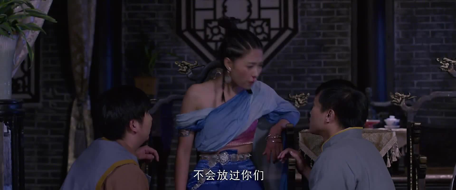 钱小豪让通灵少女定位降头师位置,提着一把大刀找他决战