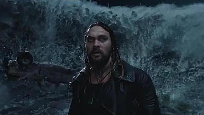 #电影最前线#《海王》奥姆掀起惊天巨浪,湄拉劝亚瑟拿下王位、维护和平