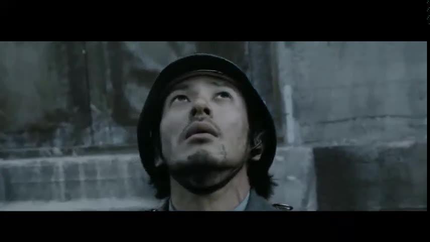 #经典看电影#近乎癫疯的战争片,GM32机枪疯狂扫射,人命填出来的战争