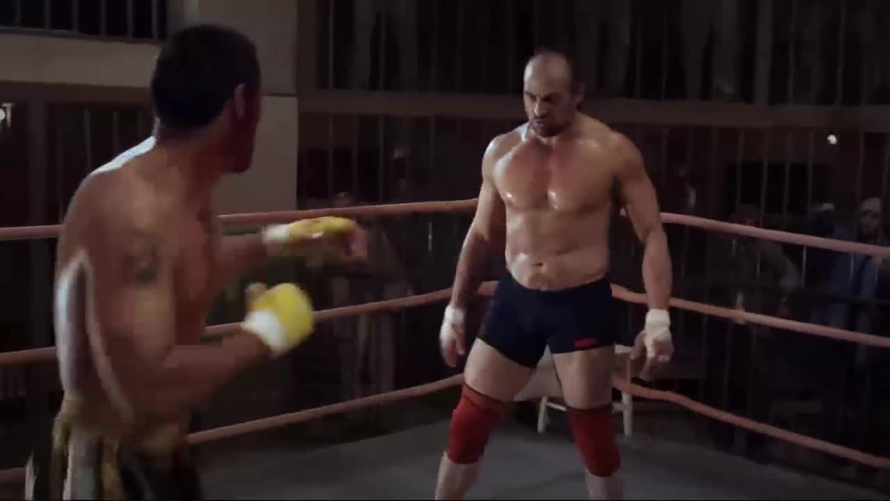 男子擂台对打,好家伙,这对手是个狠人