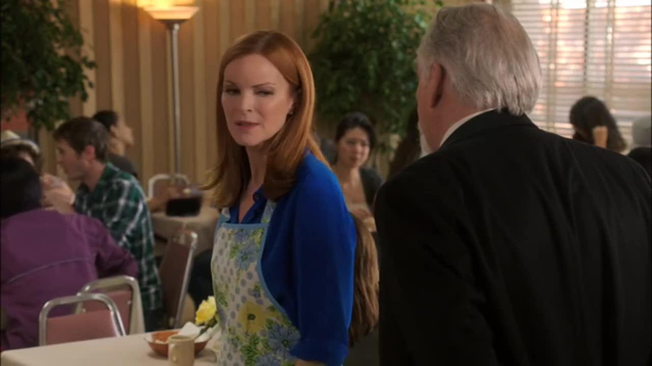 女服务员在餐厅里对客人下逐客令,究竟为何,真相令人发指