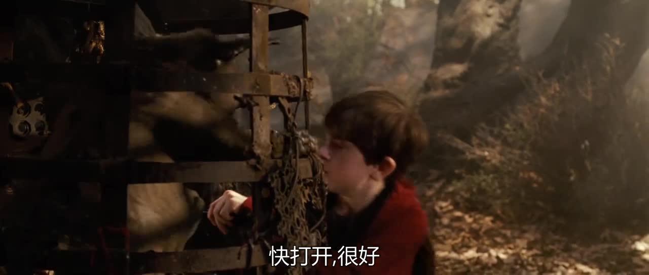 小猪妖带着男主找到小男孩,准备解救,结果发现坏人正使坏