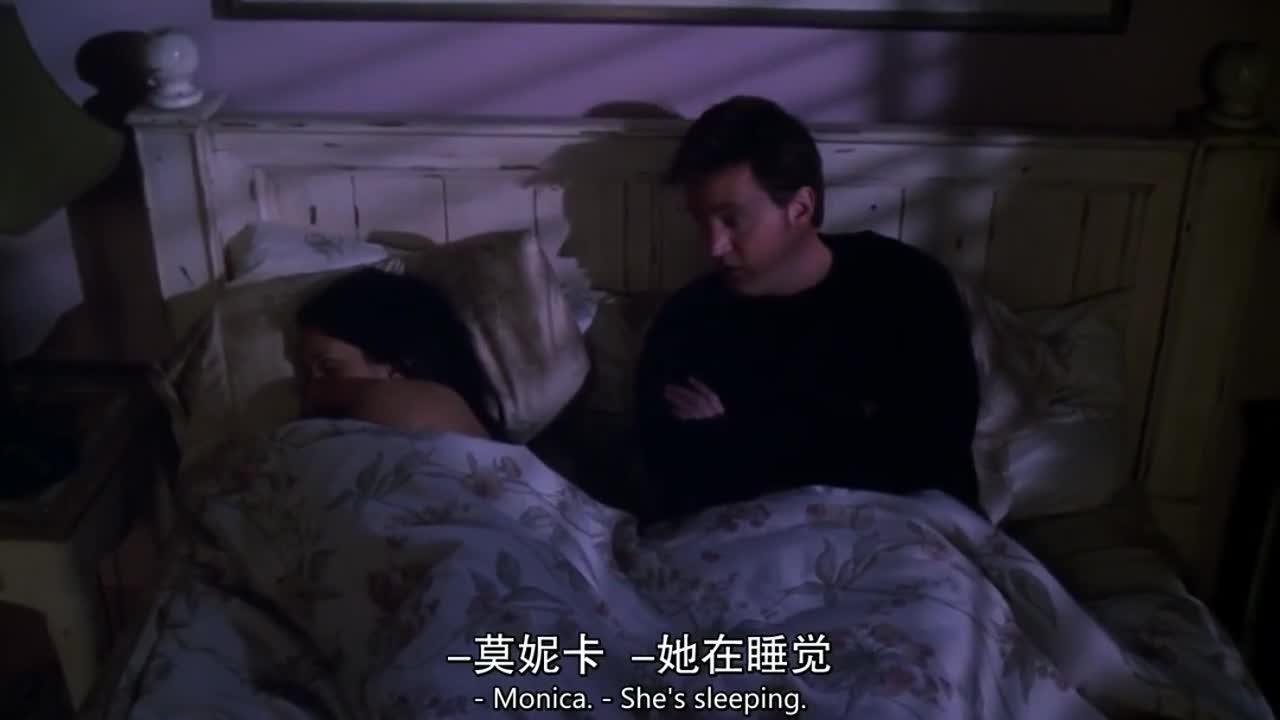 男子睡不着,就把妻子给叫醒聊天,妻子对他的话题很无奈啊