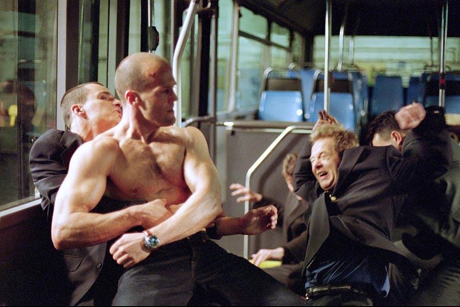 #经典看电影#杰森斯坦森做地下最黑送货员,半个外国人主演的香港片!