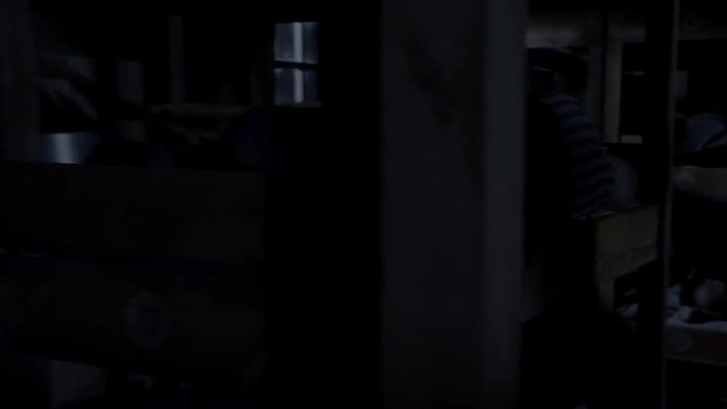 纳粹集中营中出现怪物,半夜捕食人类,小伙吓到了