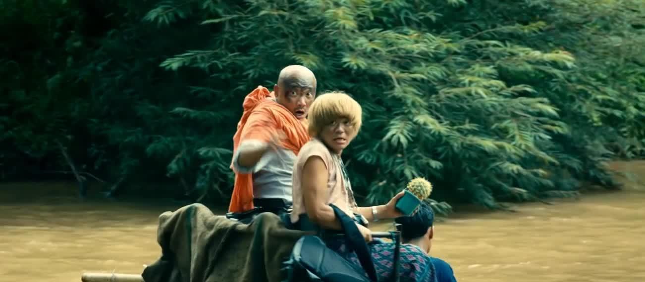#经典看电影#卡在房顶还戴着绿帽子。黄渤真倒霉啊。