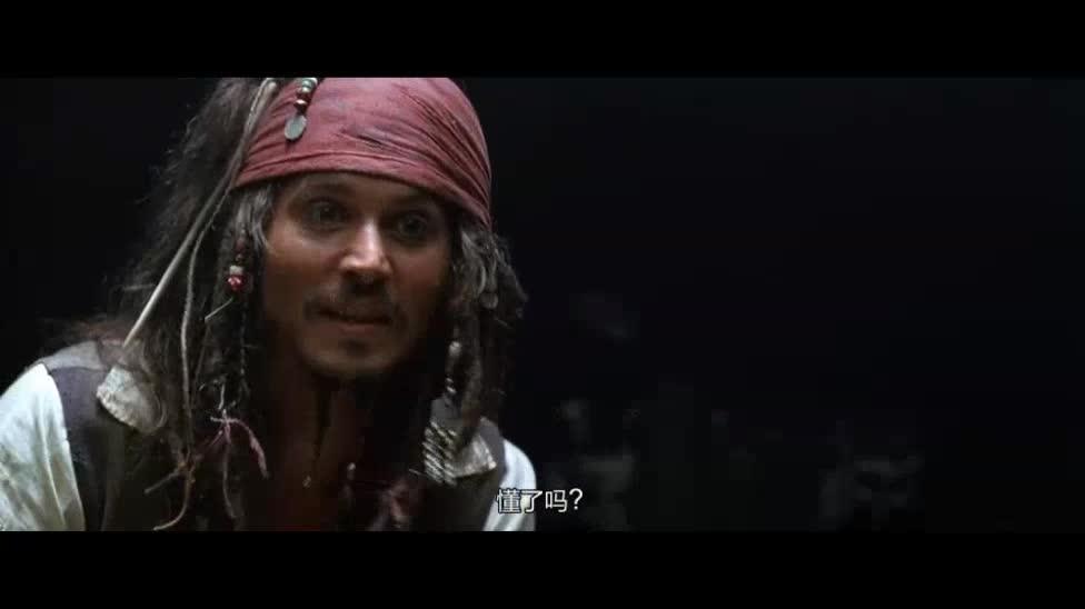 原来打铁的小伙子父亲是海盗,这让他不能接受