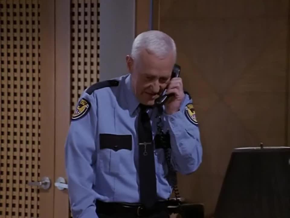 老爸在打电话,说他拿到了计税表,并感谢电话那头的人