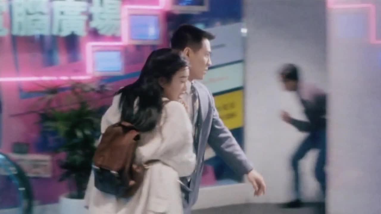 #经典看电影#中南海保镖,商场枪战救美女,接下来就该以身相许了吧?