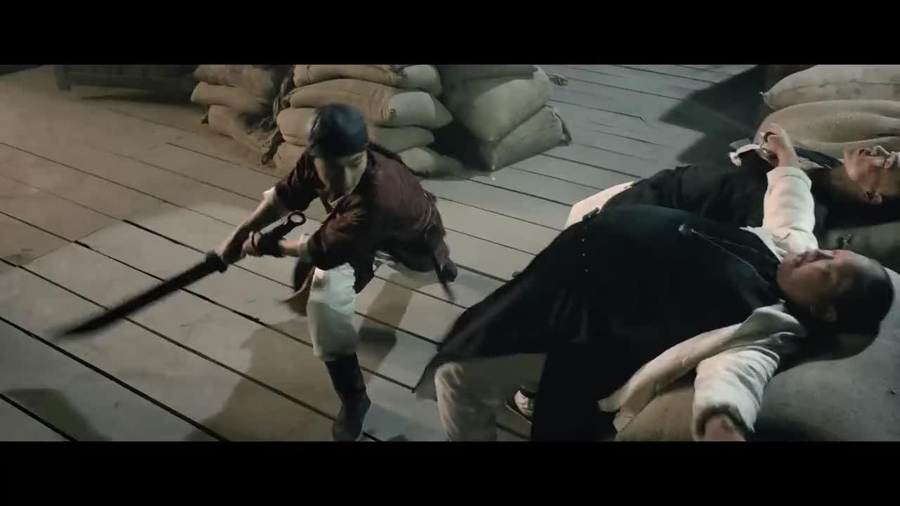 #电影#义父及时出现,替男子挡了一刀