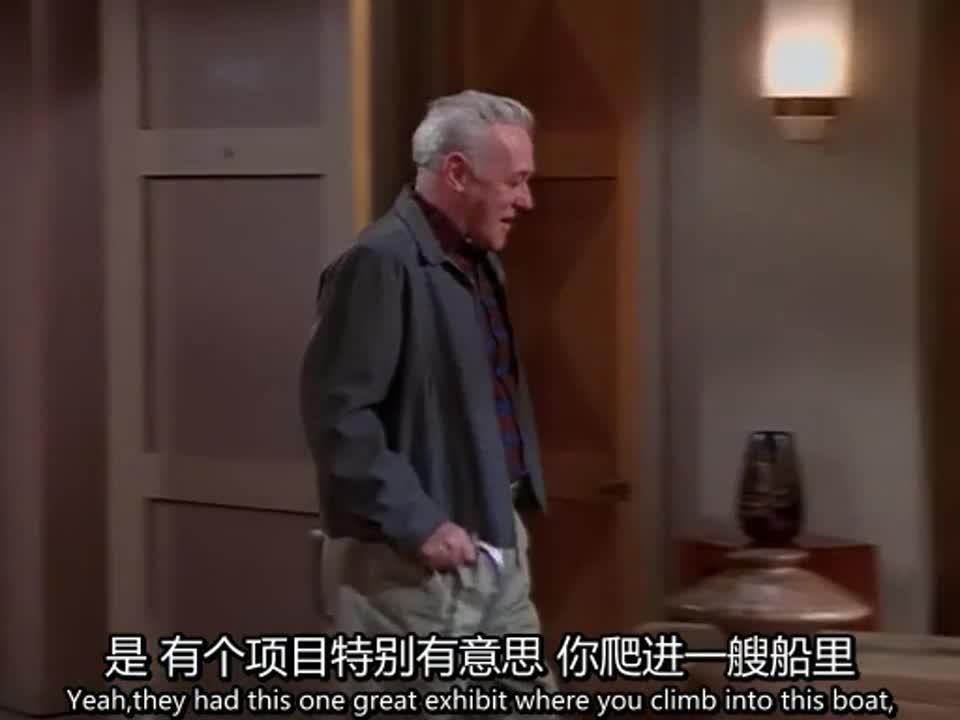保姆带着老人回到家中,主人以奇怪的步伐回到家中,原因特别