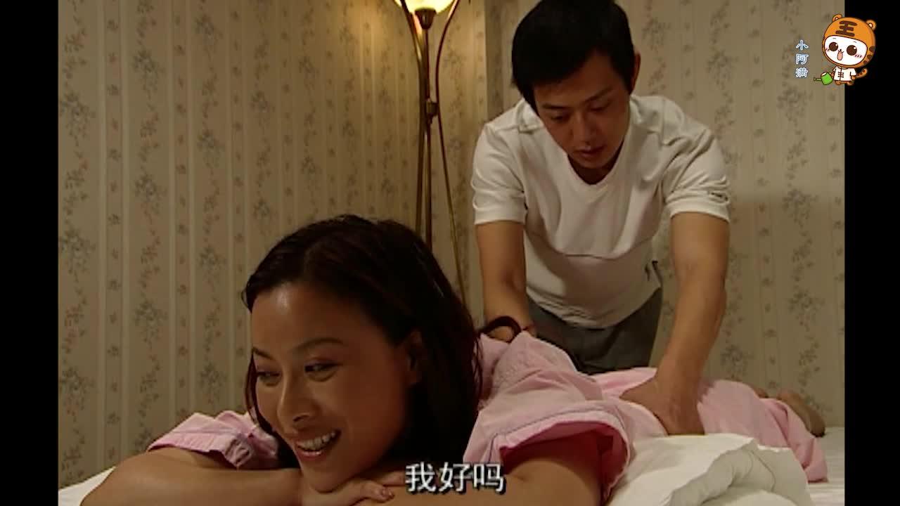 富婆看上年轻的按摩师,趁小伙洗澡脱光闯进去,小伙果然忍不住了