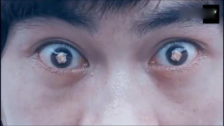 星爷致敬李小龙的电影:你只是人离开,精神永远都会在这里!