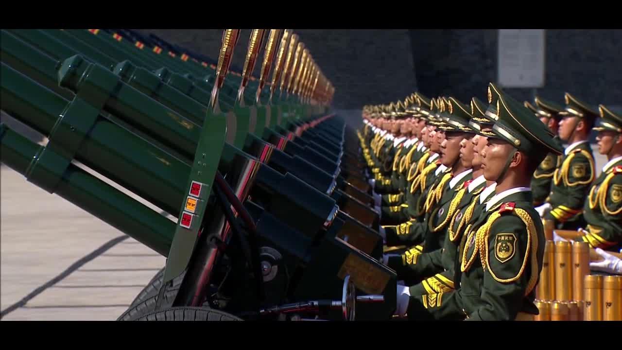 #经典看电影#气势磅礴大阅兵:整齐划一的中国礼炮兵大显威风