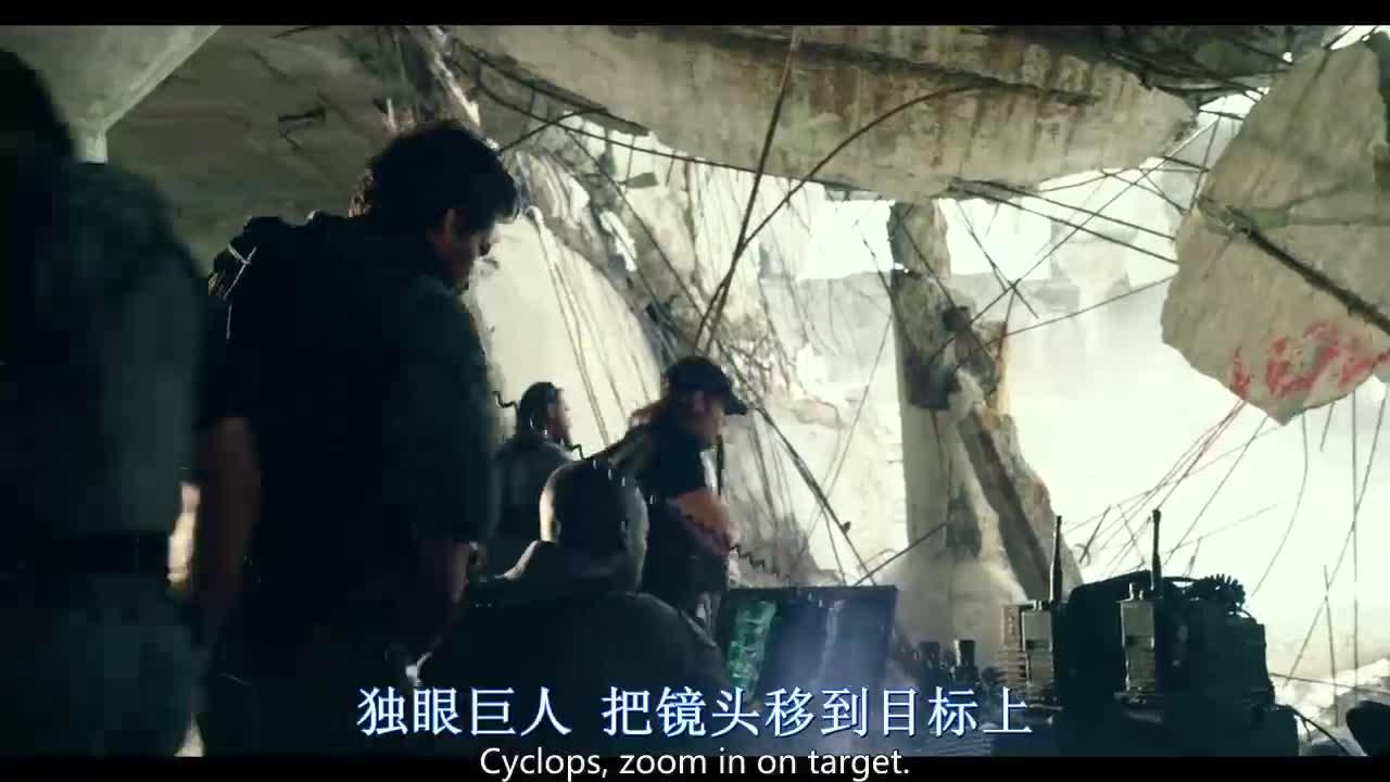 机器人从废墟里站出来,军队担心孩子的安慰,直接下令开火