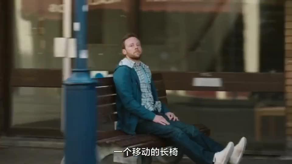 #经典看电影#从坐公园椅子到免费高铁,秀啊狗子!