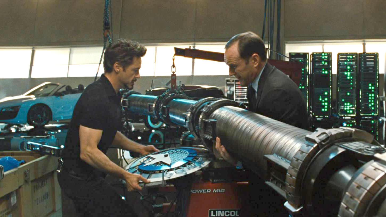 #超级英雄#美国队长用垃圾盖是有道理的,居然钢铁侠拿去垫桌角,结梁子了