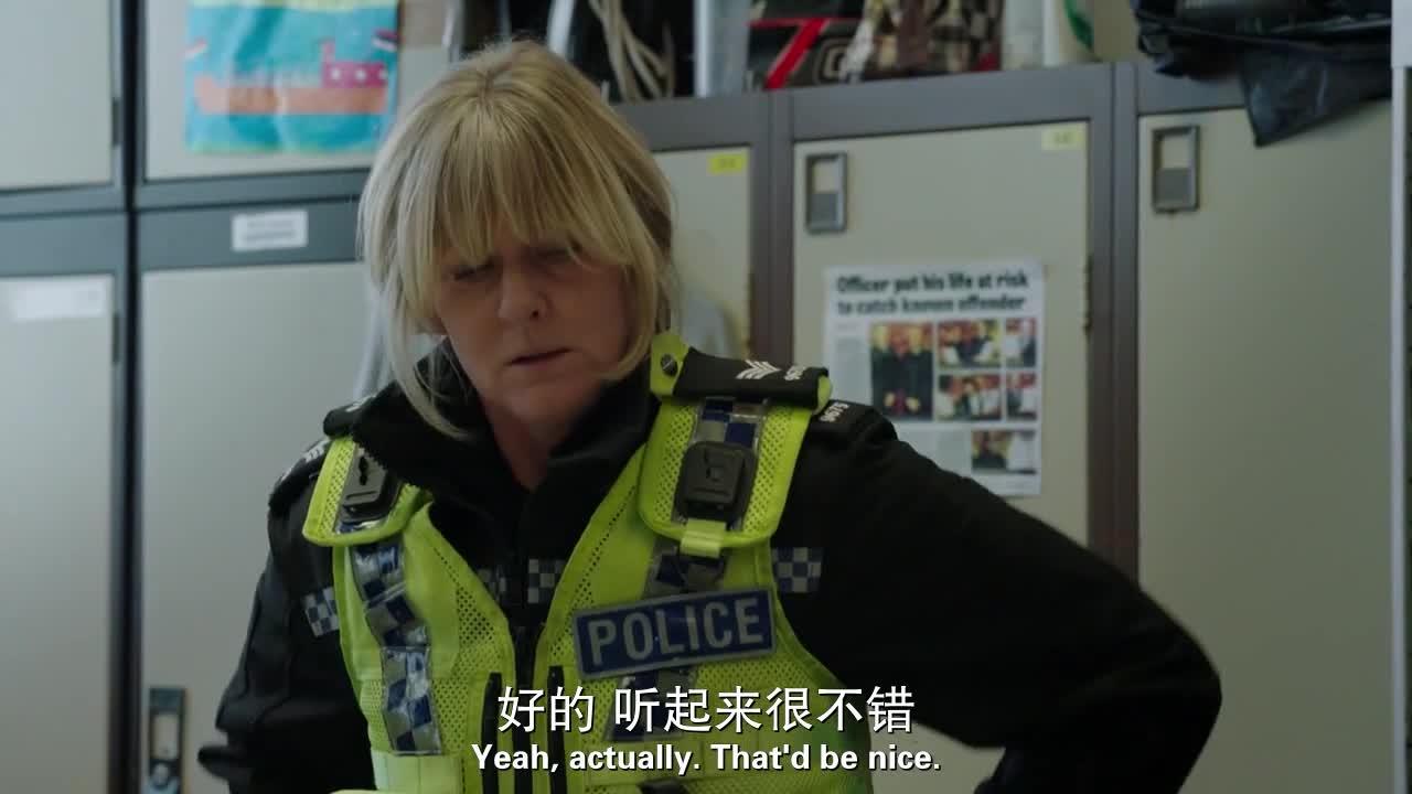 警官接到报警,废弃仓库有一具女尸,身份不明