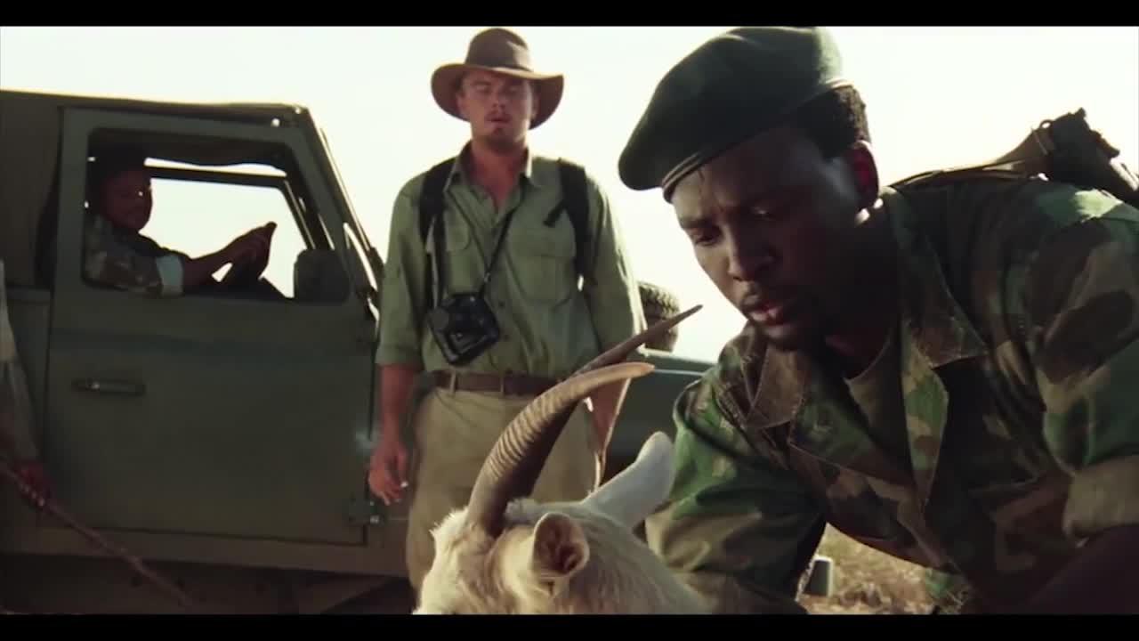 在羊身体发现钻石,男子利诱无效,让士兵逮捕