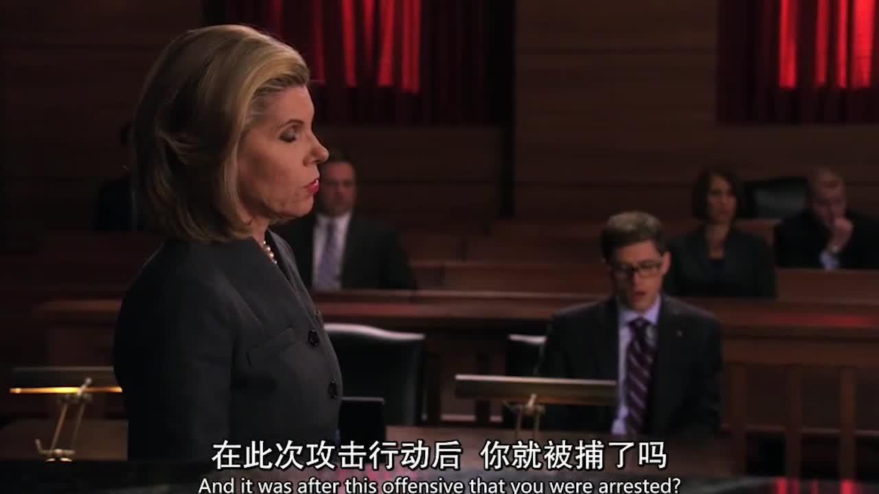 法庭上吵架是常事!但为何案件进行中这位男子可以突然进来?