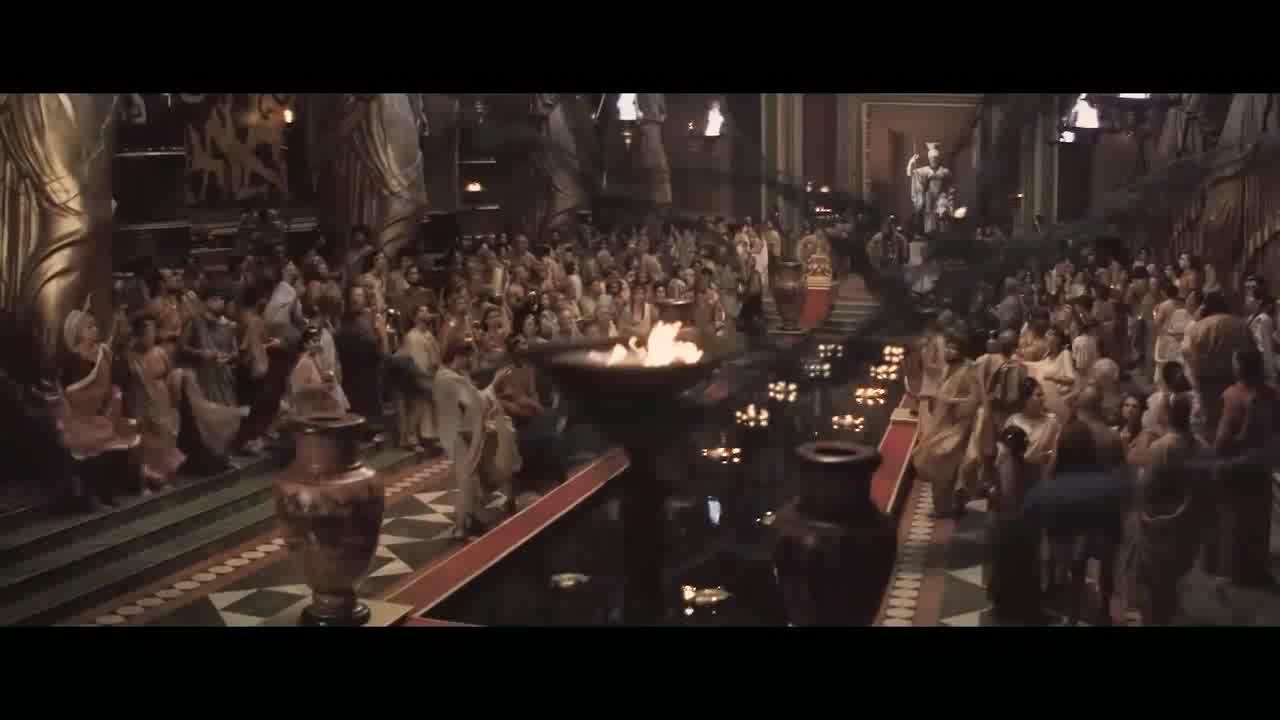 大伙们在一起庆祝,没想到突然出现了这一幕,真吓人