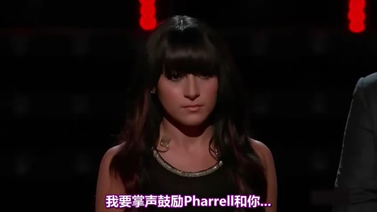 这位年轻的女歌手的表演,得到了导师亚当的高度评价