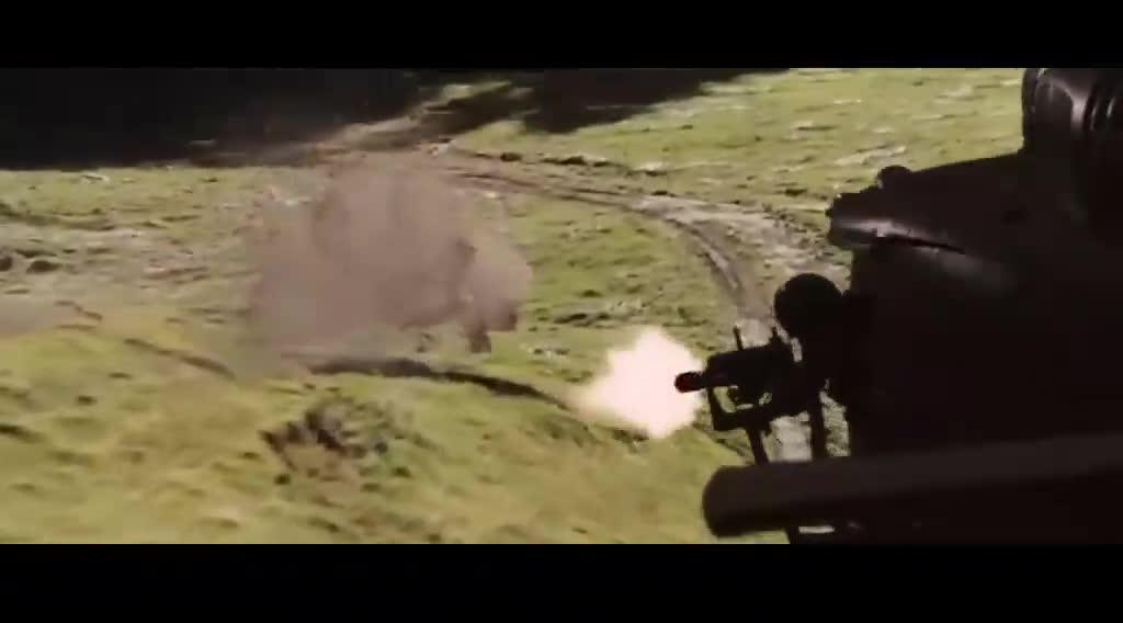 金刚狼跳上天打下追杀他的直升机
