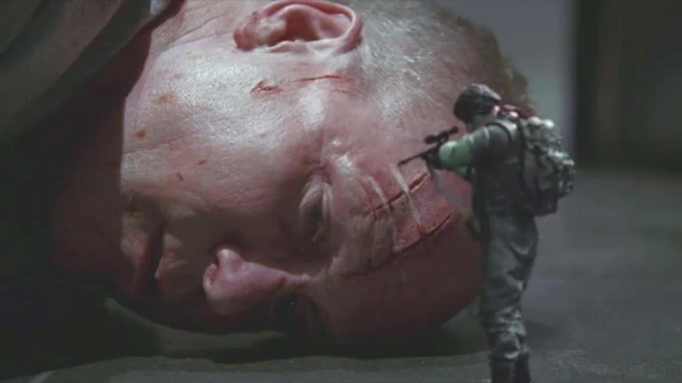 #电影最前线#顶级杀手在执行任务时,竟被火柴盒大小的塑料士兵,打的趴地求饶