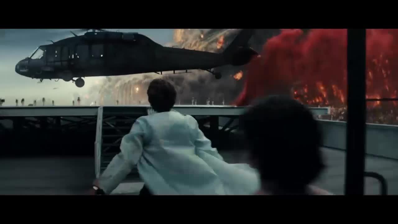 灾难来临,飞行员去楼顶救人,不料却牺牲了自己的母亲