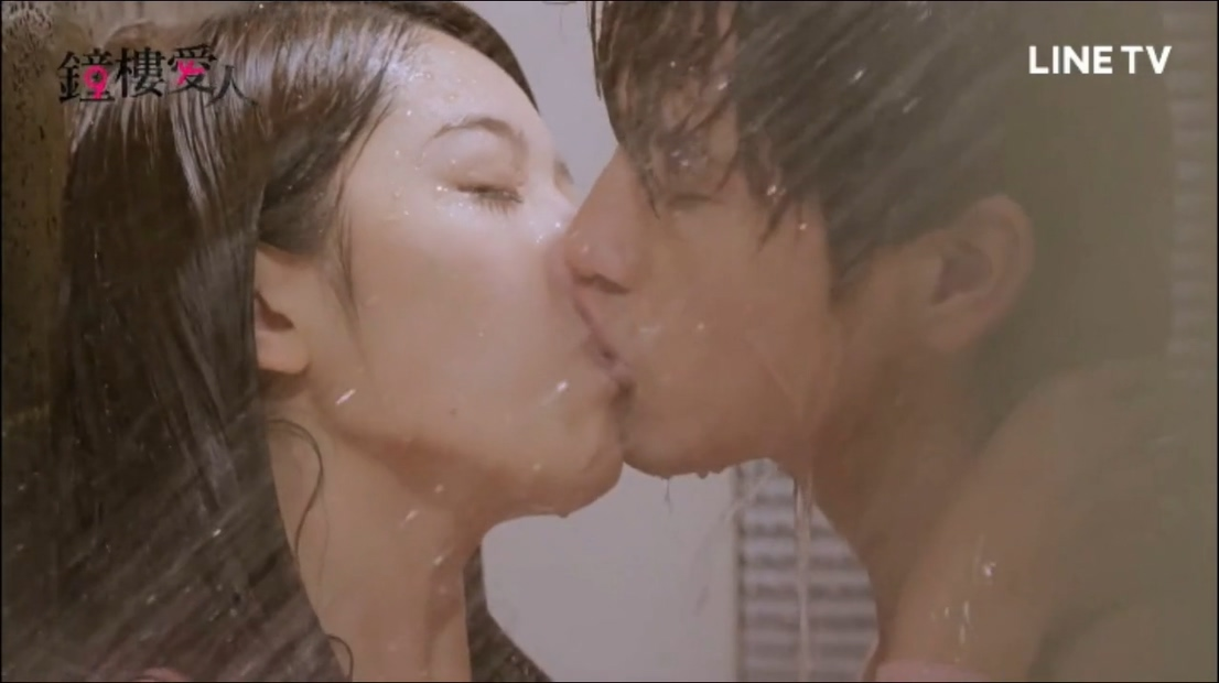 #经典看电影#情欲满满的洗澡之吻,女孩根本抵挡不了攻势