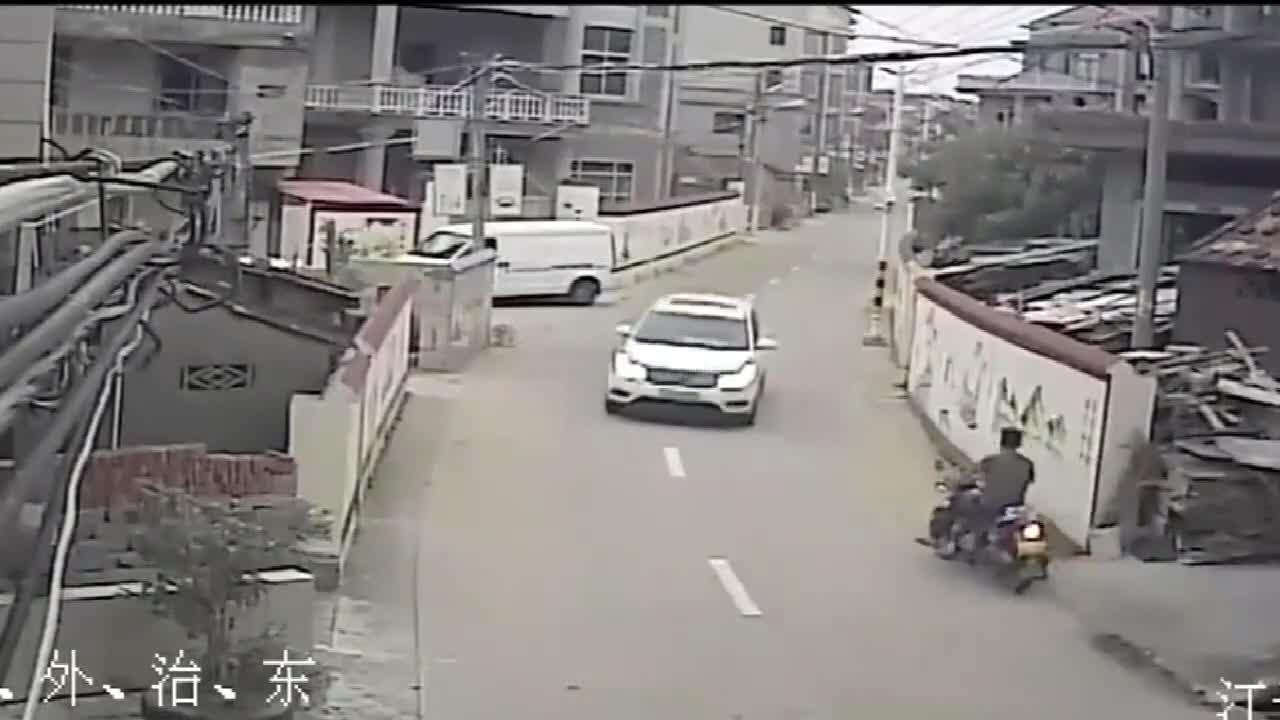 #车祸#过马路的安全教育一定不能忽视啊