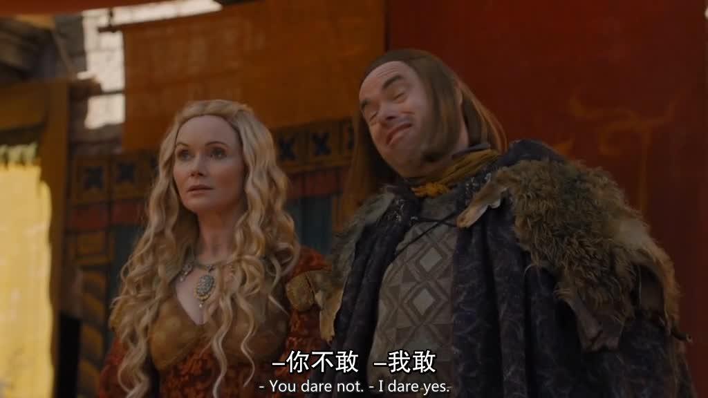 二丫一脸天真的看话剧,却发现剧中的父亲跟事实完全不符!