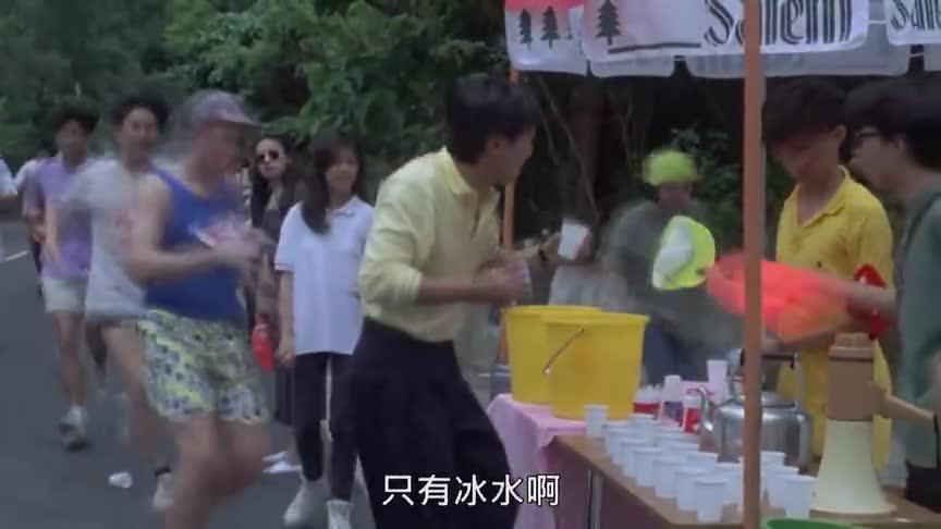 星爷为了阻止女朋友结婚,误打误撞把跑马拉松的冠军变成亚军
