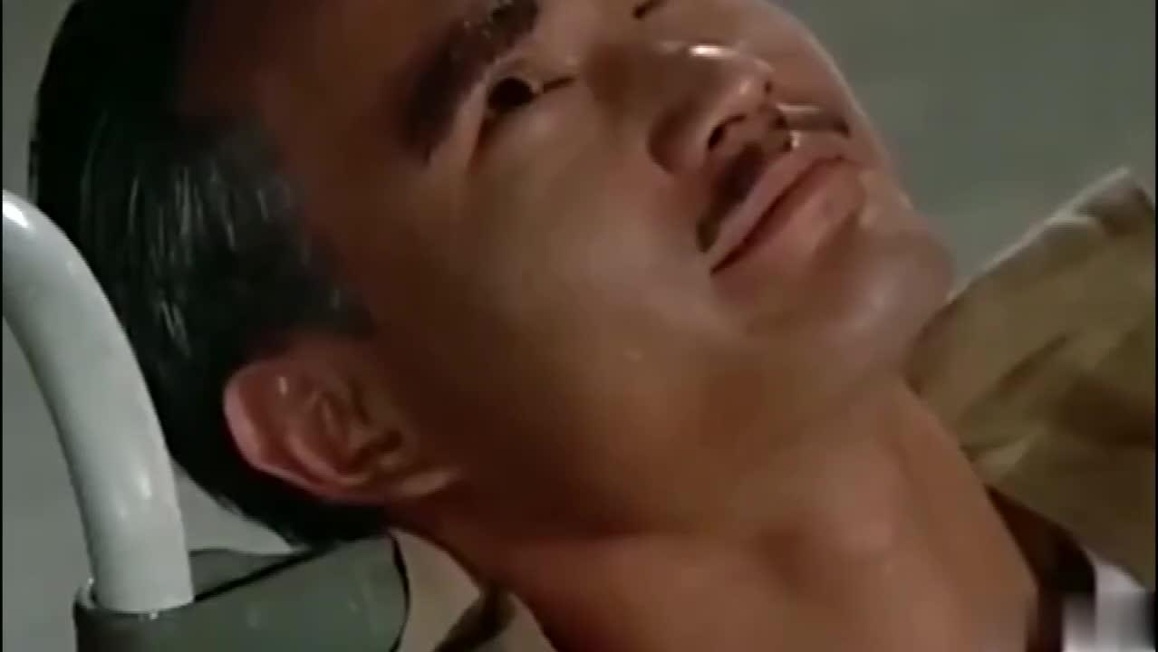 #经典看电影#林正英假装瘫痪,被徒弟恶搞,生不如死!