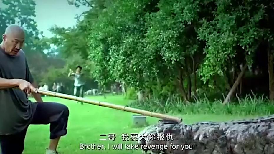 这么大的鳄鱼,你拿一把刀过来真是自不量力