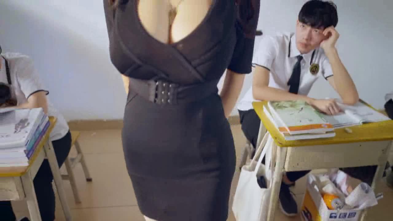 #青春校园#女神老师被人在课堂上公开求婚!