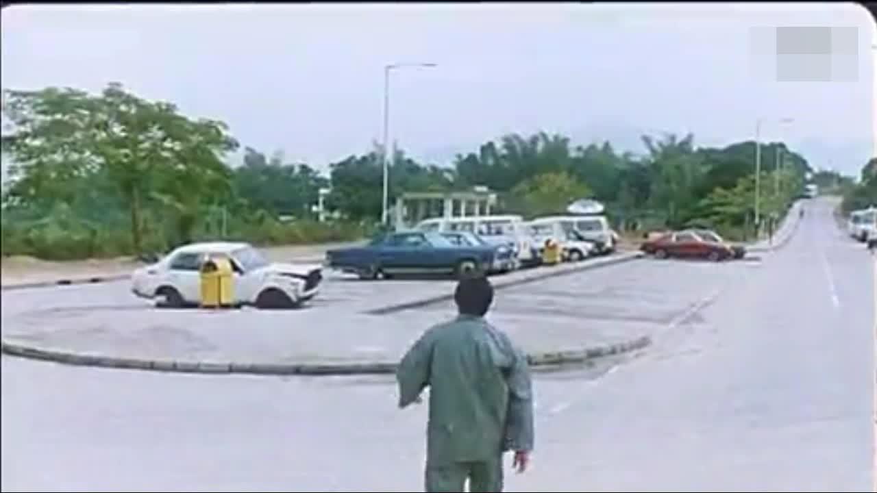 #搞笑趣事#洪金宝偷一辆车警察竟然全体出动