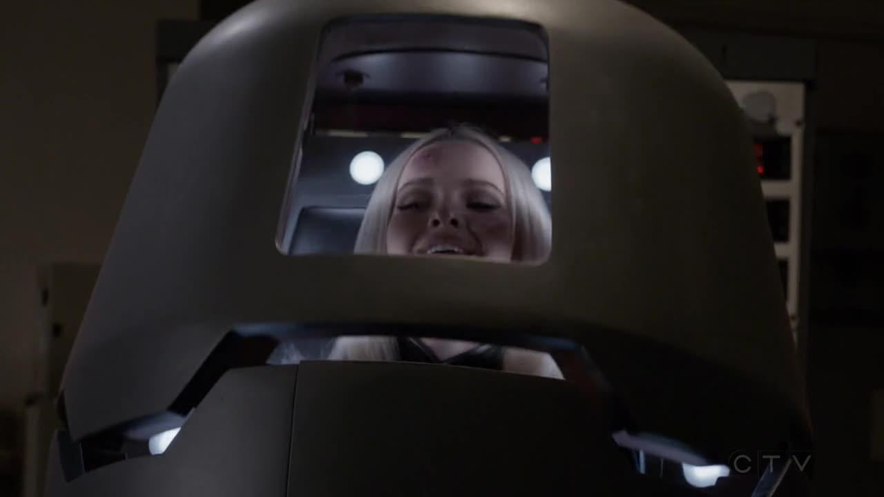 黛西指责埃琳娜的行为,但埃琳娜表示自己拯救了世界