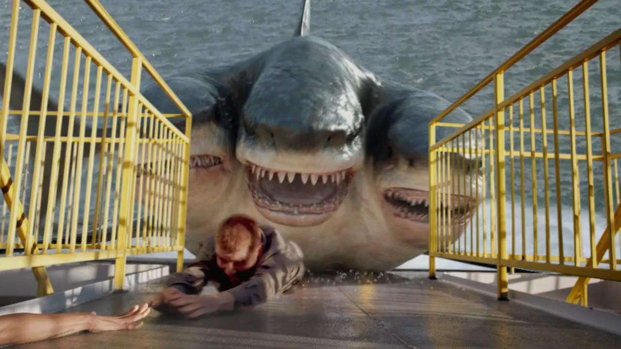 #经典看电影#环境污染导致鲨鱼变异一体多头 女孩急中生智 妙杀怪兽
