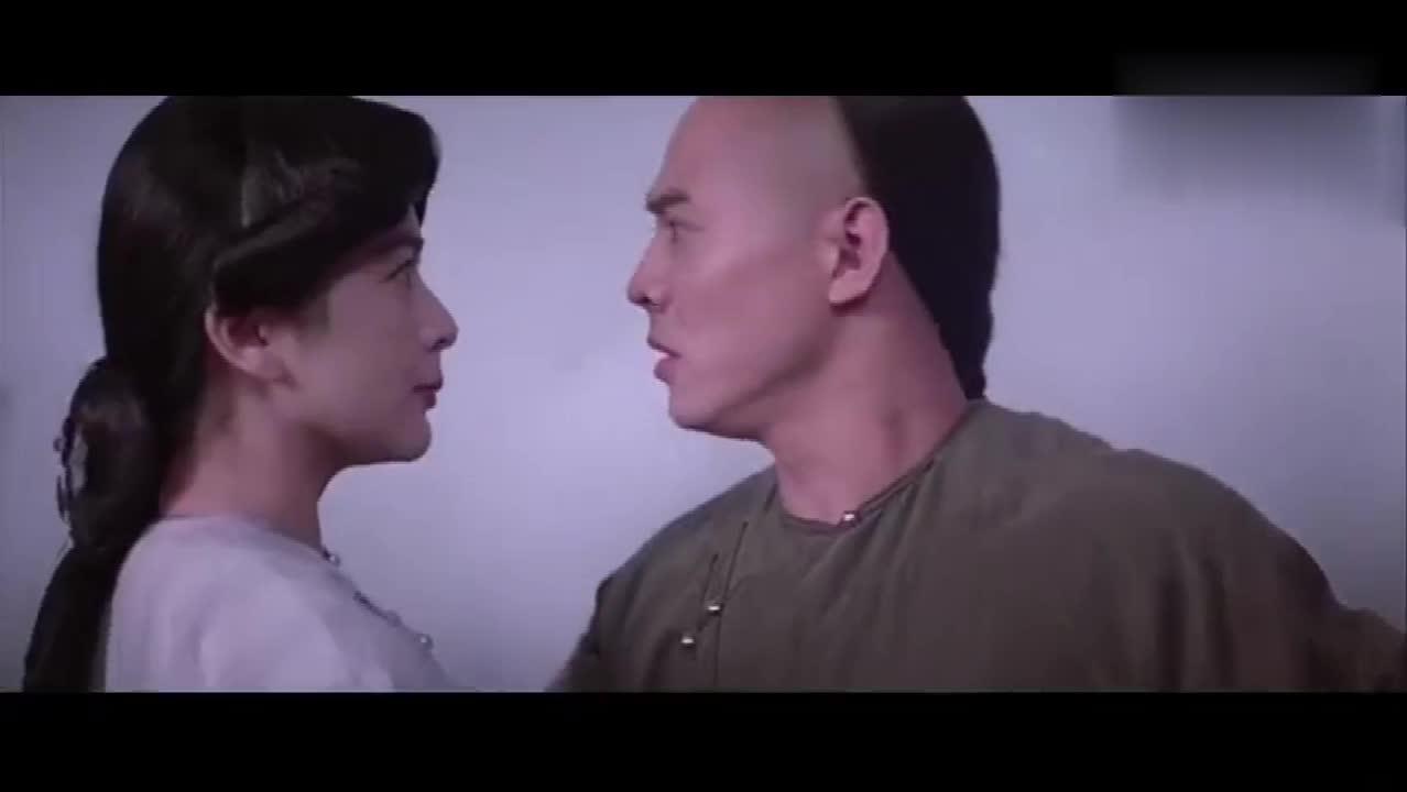 #经典看电影#蒸汽突然故障,十三姨借机献吻,没想到黄飞鸿竟羞的脸都红了!