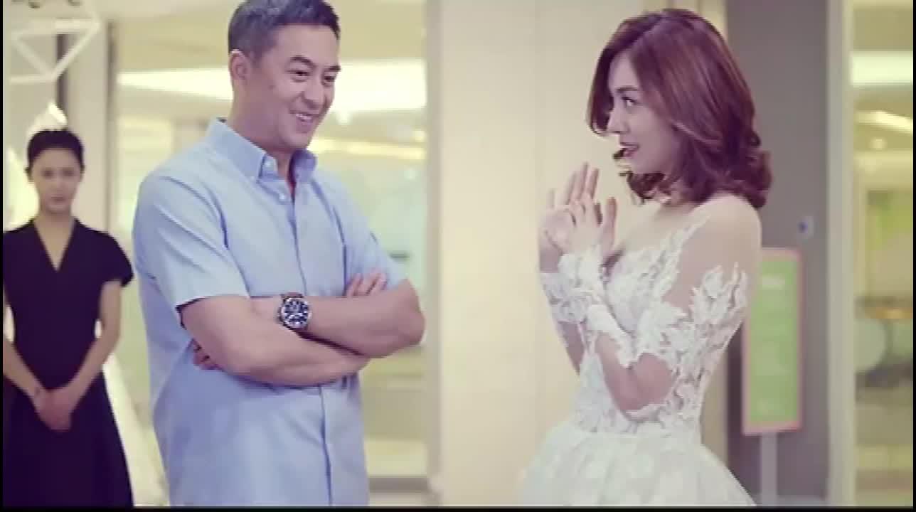 王小米和大叔拍婚纱照,店员把她老公当成爹,这不是老牛吃嫩草吗
