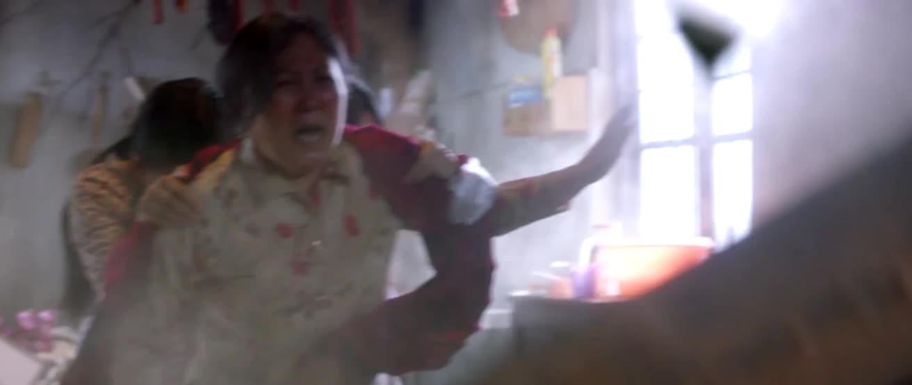 #经典看电影#送快递遇上地震,姚晨舍命就美女母女啊。